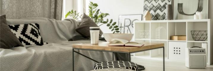 Журнальный столик в гостиной фото